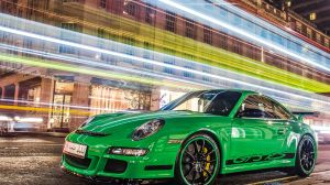 Green_and_black_GT3_RS_in_London_on_2012-11-10_(8173570217)_(2)