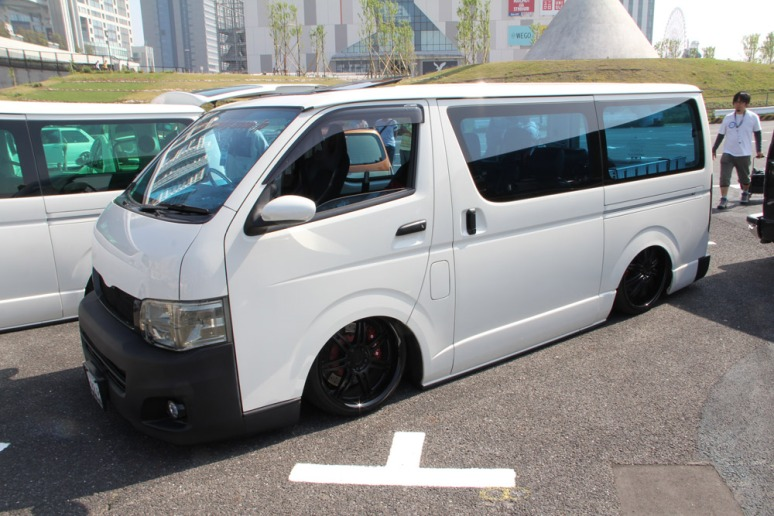 36-136_ToyotaHiaceH200